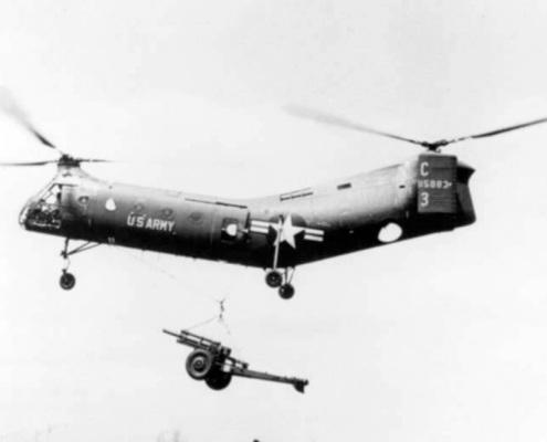 CH-21C-Shawnee-transports-M101-105mm-howitzer-1960s